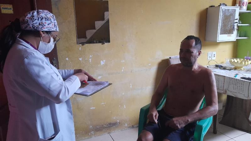 José Carlos Costa, impossibilitado de ir ao ponto de vacinação, por causado mal de parkinson, foi vacinado em casa