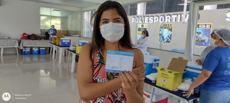 Ana Letícia, 17 anos, se sente privilegiada em poder tomar a vacina e se proteger contra o coronavírus