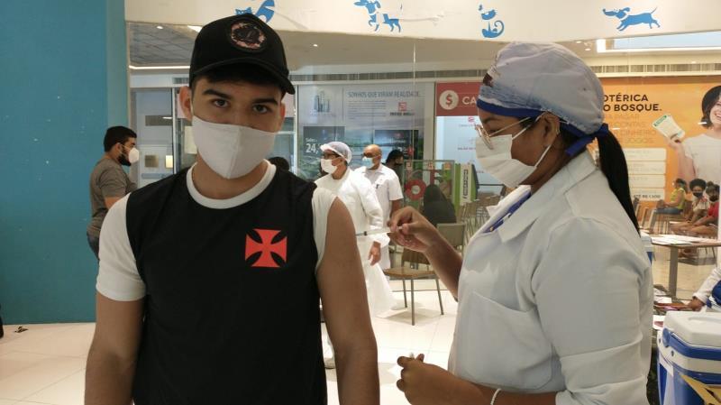 Thiago Ribeiro, 16, era só agradecimentos aos profissionais de saúde e confiança na imunização
