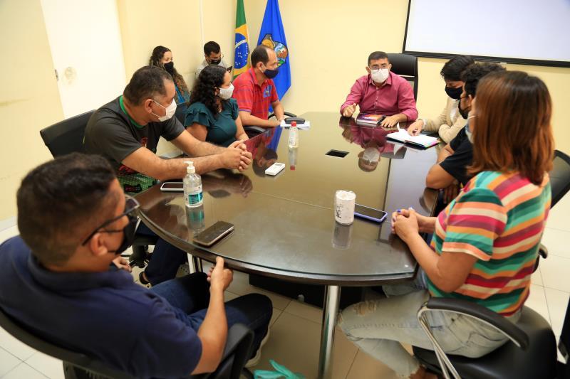 Representantes da prefeitura de Belém e das entidades sindicais discutem a pauta de reivindicações dos servidores.