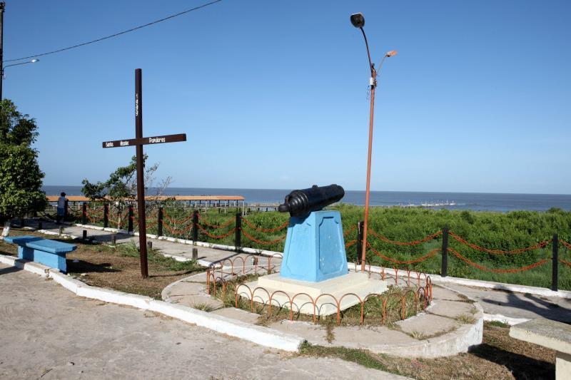 A região de Colares (foto) foi escolhida porque tem calado natural profundo, permitindo a atracação de navios de grande porte.