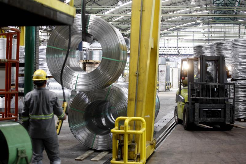 A Alubar trabalha com a verticalização da cadeia do alumínio, produzindo cabos e vergalhões
