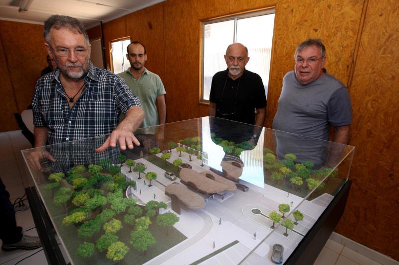 No Utinga, Simão Jatene esteve com o titular da Secult, Paulo Chaves, e equipe de engenheiros. Lá, ele conheceu mais de perto o projeto.
