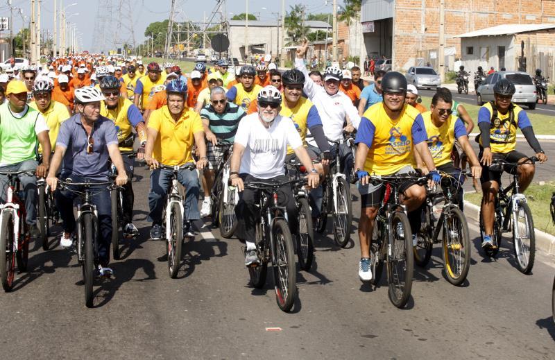 Cerca de cinco mil pessoas participaram do grande passeio ciclístico que marcou a inauguração da Avenida Independência, na manhã deste sábado