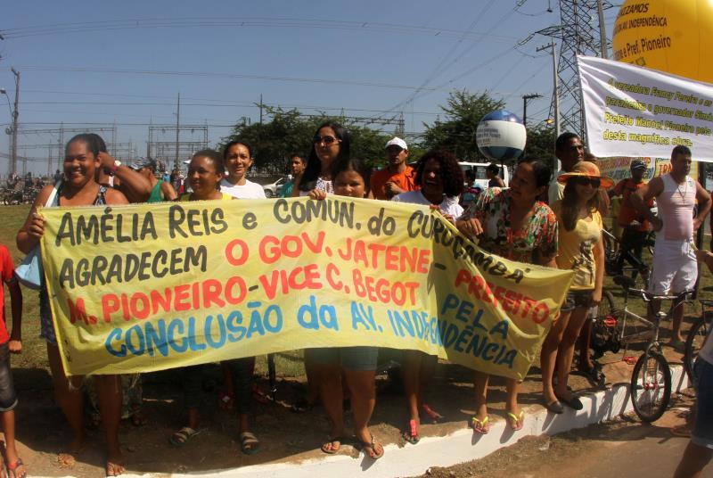 Moradores da avenida e dos bairros diretamente beneficiados agradeceram ao governo do Estado pela obra, que traz benefícios à toda região metropolitana