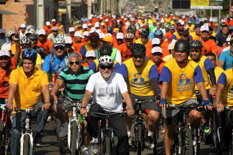 Simão Jatene percorreu de bicicleta os sete quilômetros programados de passeio na nova via, que melhora o acesso na região metropolitana