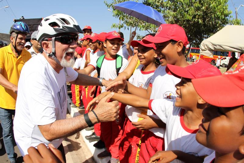 O governador Simão Jatene participou do passeio ciclístico que marcou a inauguração da nova Avenida Independência, neste feriado de Adesão do Pará