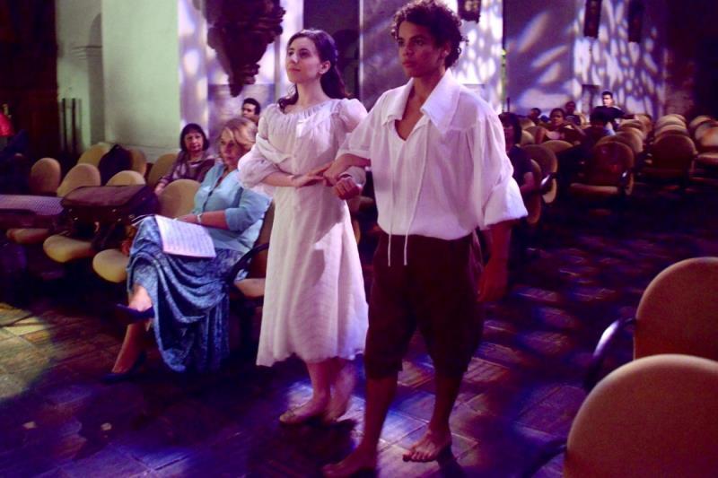 Além dos três cantores, a ópera conta com 16 figurantes e bailarinos. O figurino é assinado pelo paraense Hélio Alvarez.