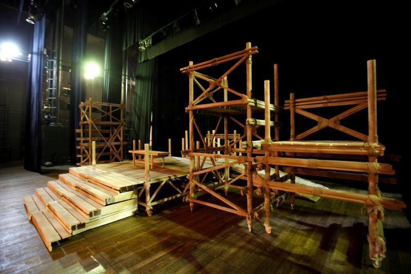 """Boa parte do cenário de """"Os Pescadores de Pérolas"""" é feita de miriti (foto). A ópera será apresentada nos dias 9, 11, 13 e 15 de setembro, às 20h."""