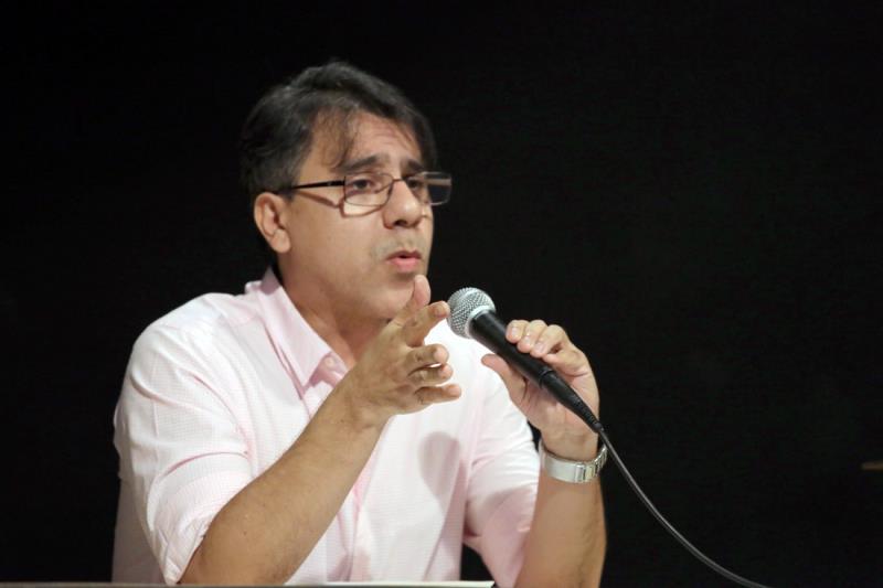 """A palestra """"A Música em Belém no Período Inaugural do Conservatório Carlos Gomes"""" foi ministrada pelo cantor lírico paraense João Augusto Ó de Almeida"""