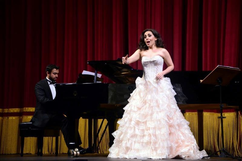 Acompanhada pelo pianista Daniel Gonçalves, a solista interpretou canções francesas, alemães e árias de óperas que falam do amor