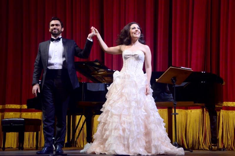 Sempre que encerrava uma canção, Carmen era muito aplaudida pelo público e teve que retornar ao palco ao final do recital para cantar mais uma canção