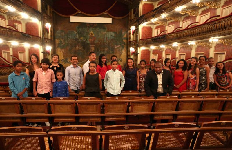 """O grupo faz parte do projeto """"Canta Redenção"""", da escola de música Ablas, que oferece aulas de canto a alunos de baixa renda daquele município."""