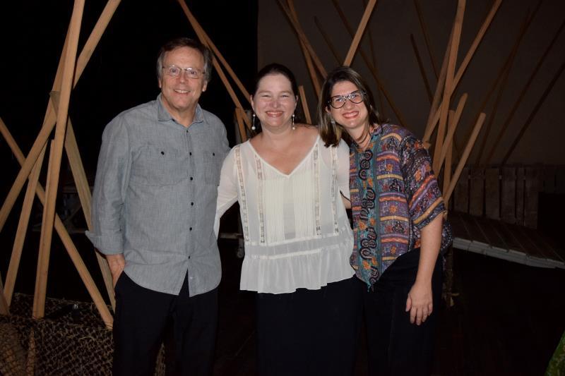 Fernando Meirelles (e) com Marianne Lima (c), gerente de de música da Secult e Gilda Nobre (d).