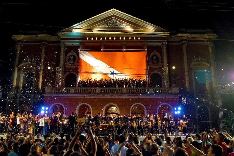 Público compareceu em peso para acompanhar, na Praça da República, o concerto de encerramento do XIV Festival de Ópera do Theatro da Paz