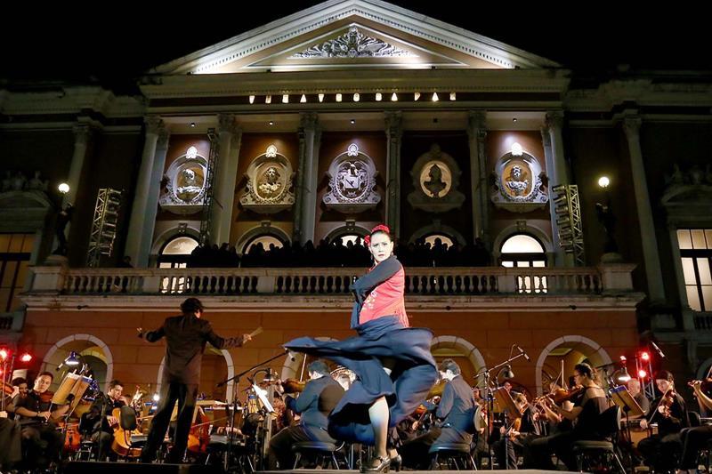 A dançarina de flamenco Astrid Maria apresentou solo de um trecho da ópera 'Carmem', de Georges Bizet, e recebeu muitos aplausos do público