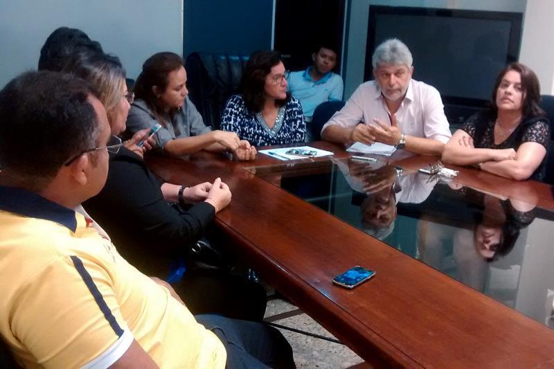 A retomada dos investimentos do Programa Asfalto na Cidade foi anunciada pelo chefe da Casa Civil, José Megale, e pela titular da Sedop, Noêmia Jacob