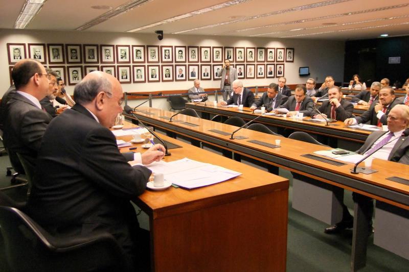 Durante a reunião desta quarta-feira, deputados federais e senadores do Estado garantiram apoio à implantação do primeiro colégio militar do Pará