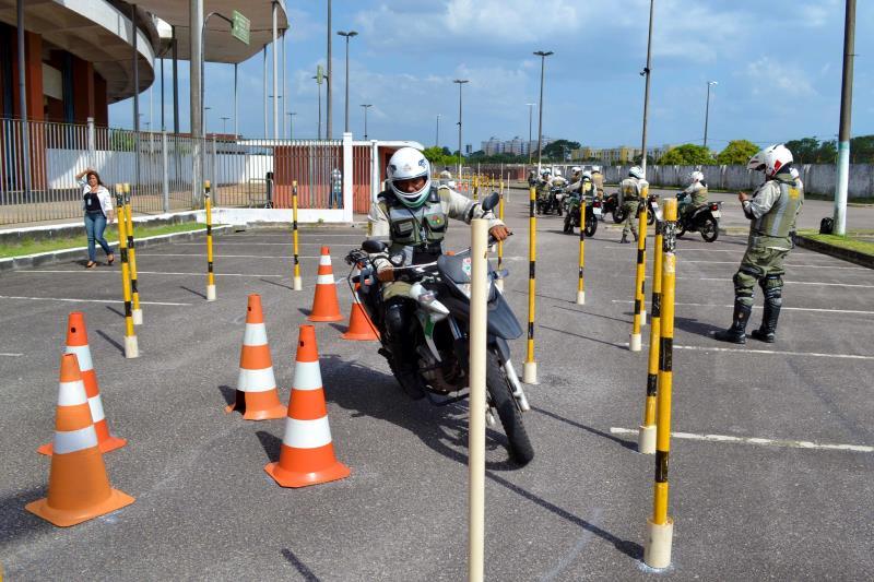 """Nesta terça-feira também tiveram início as aulas práticas, no Estádio Olímpico do Pará, o """"Mangueirão"""". A capacitação prossegue até o dia 5 de novembro."""