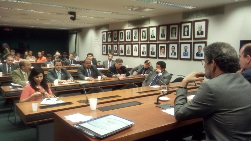 Onze deputados e um senador participaram da reunião de ontem, entre eles o senador Paulo Rocha (PT/PA) e o deputado federal Lúcio Valle (PR/PA)