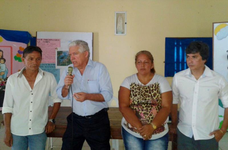 A primeira reunião foi com os barraqueiros da Associação da Praia do Conde, que estão recebendo ajuda do Governo do Estado, prefeitura de Barcarena