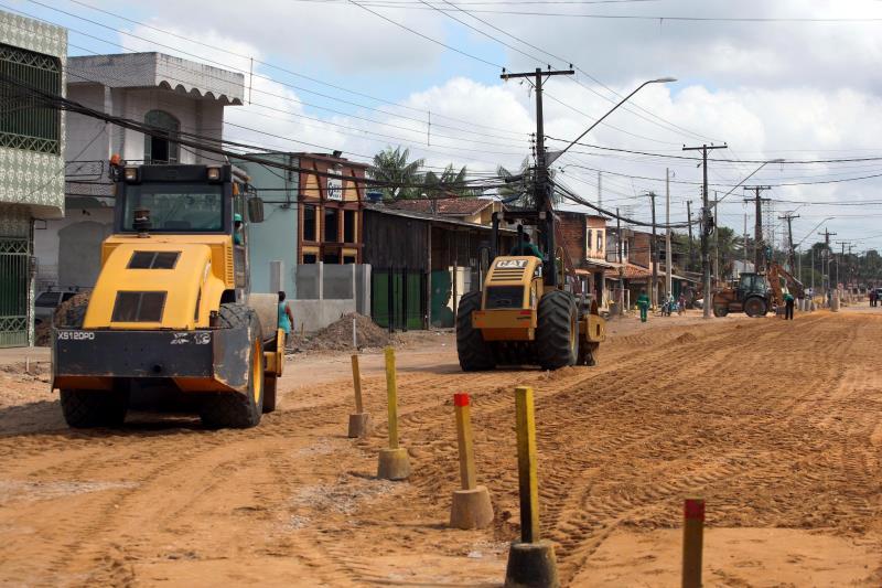 Obras seguem aceleradas na avenida Perimetral, com máquinas e homens trabalhando nos três turnos do dia