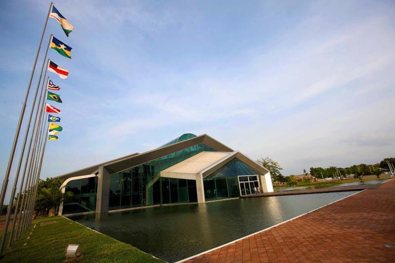 O encontro ocorre no Hangar, nesta sexta-feira (20), com a participação de nove governadores dos Estados que compõem a Amazônia Legal