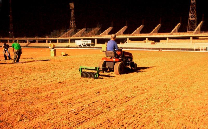 A base do gramado do Colosso do Tapajós tem um sistema de irrigação que vai ajudar o processo de pegação da grama ao solo.