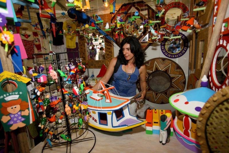 Na capital, a estrutura abriga cerca de 200 artesãos de Belém, distritos, ilhas e alguns municípios vizinhos.