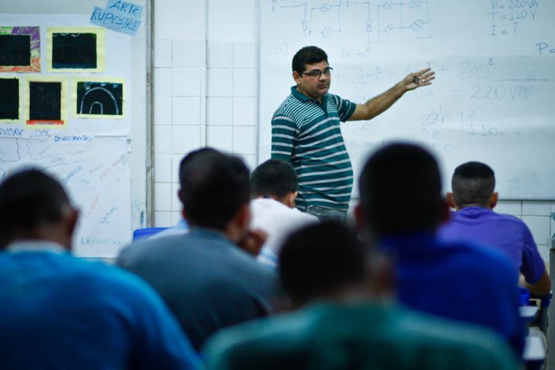 O professor Antônio Sarmento diz que é na aula prática que os alunos se envolvem, pois é assim que eles percebem que entenderam o que foi ensinado