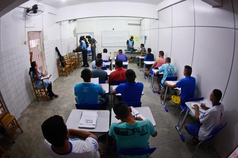 A turma formada por 20 detentos do Centro de Detenção Provisória de Icoaraci (CDPI) está sendo capacitada no curso de Eletricidade Residencial