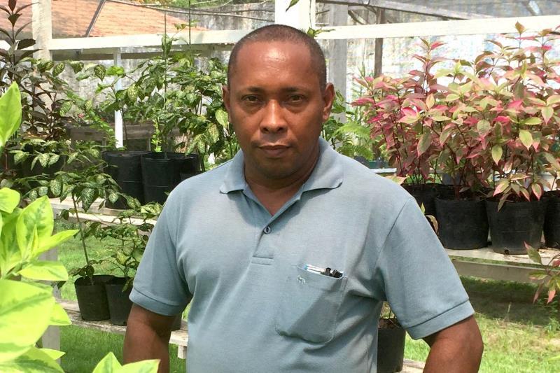 """""""Conheci novas espécies de plantas e agora sei fazer compostagem com frutas estragadas, folhas, etc"""", informou um dos alunos, Almir da Silva"""