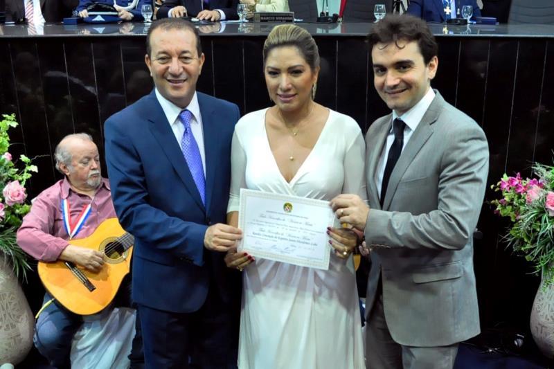 Renilce Nicodemos recebeu o diploma das mãos do presidente da Alepa, deputado Márcio Miranda, e do deputado Celso Sabino.