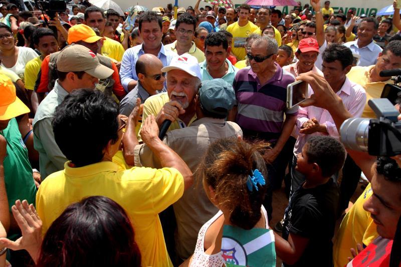 A população também agradeceu todo o trabalho do Governo do Estado. Os moradores demonstraram a felicidade em ter a ponte de volta.