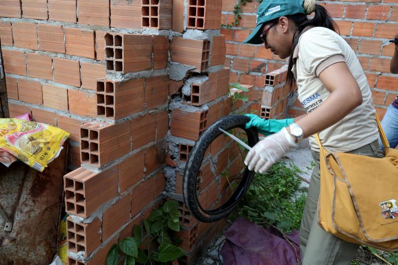 Entre os procedimentos essenciais feitos pelas Secretarias Municipais de Saúde, estão as vistorias domiciliares por agentes de controle de endemias