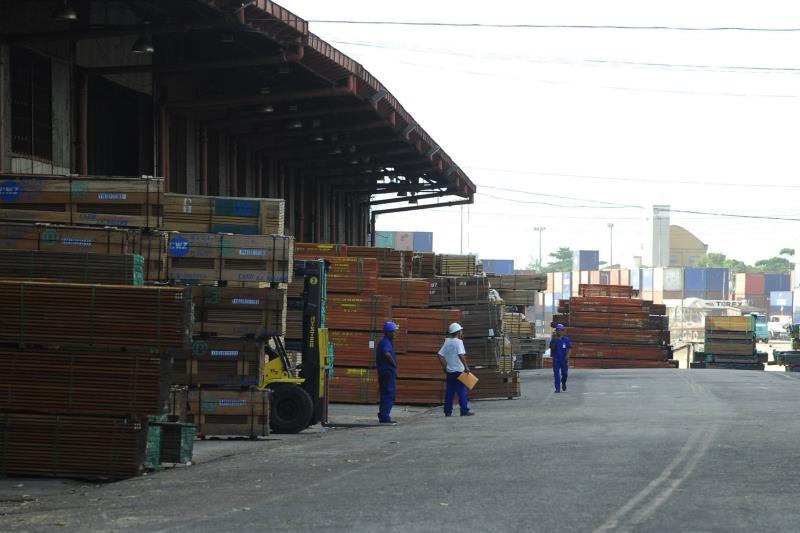 Containers no porto da Companhia Docas do Pará, em Belém.
