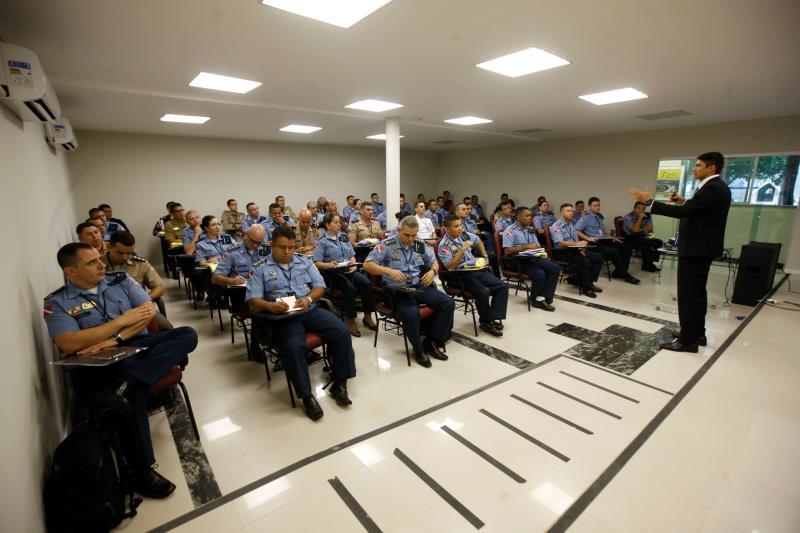 Os profissionais da segurança pública terão 163 horas de atividades, distribuídas em duas semanas de aulas teóricas e intenso treinamento físico