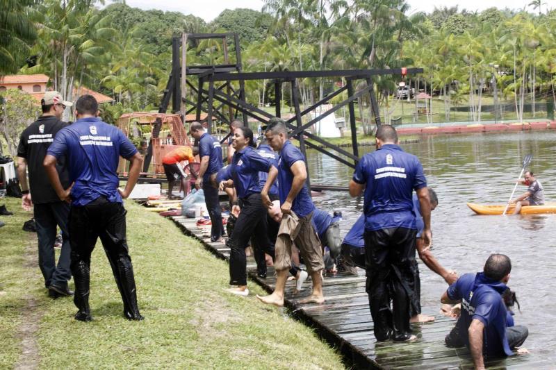 As atividades ocorreram em uma fazenda adaptada para preparar os militares para diversos tipos de situações em terra, na água, em altitude ou durante incêndios