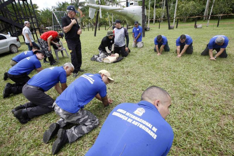 Homens e mulheres do Exército, Marinha, Aeronáutica, PM, Bombeiros, Guarda Municipal, Polícia Federal e PRF participaram do treinamento